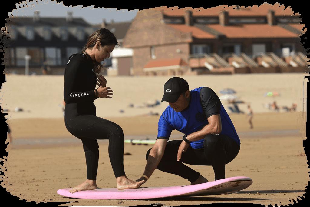 Eme Cabanyes con Pedro Gutiérrez corrigiendo técnica de para surf
